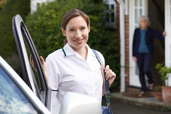 Pflegekraft bei Pflegedienst Schenk im einsatz bei Klienten in Steinbach-Hallenberg